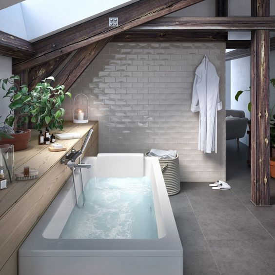 baignoire sous les toits pour optimiser espace combles