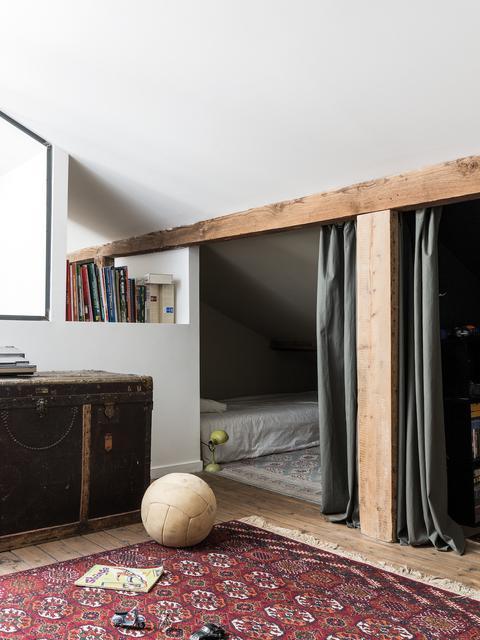 cabane sous pente pour enfants sous les toits
